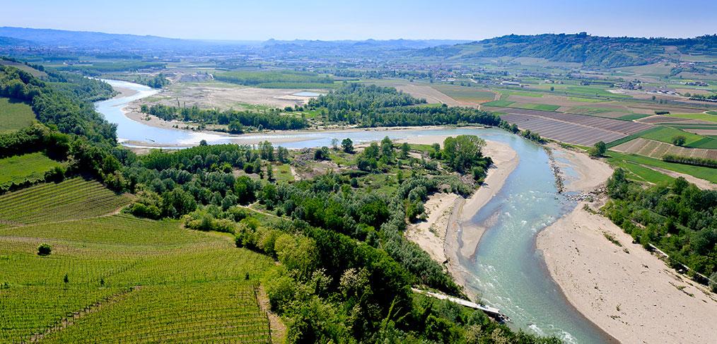 il fiume tanaro tra roero e langhe