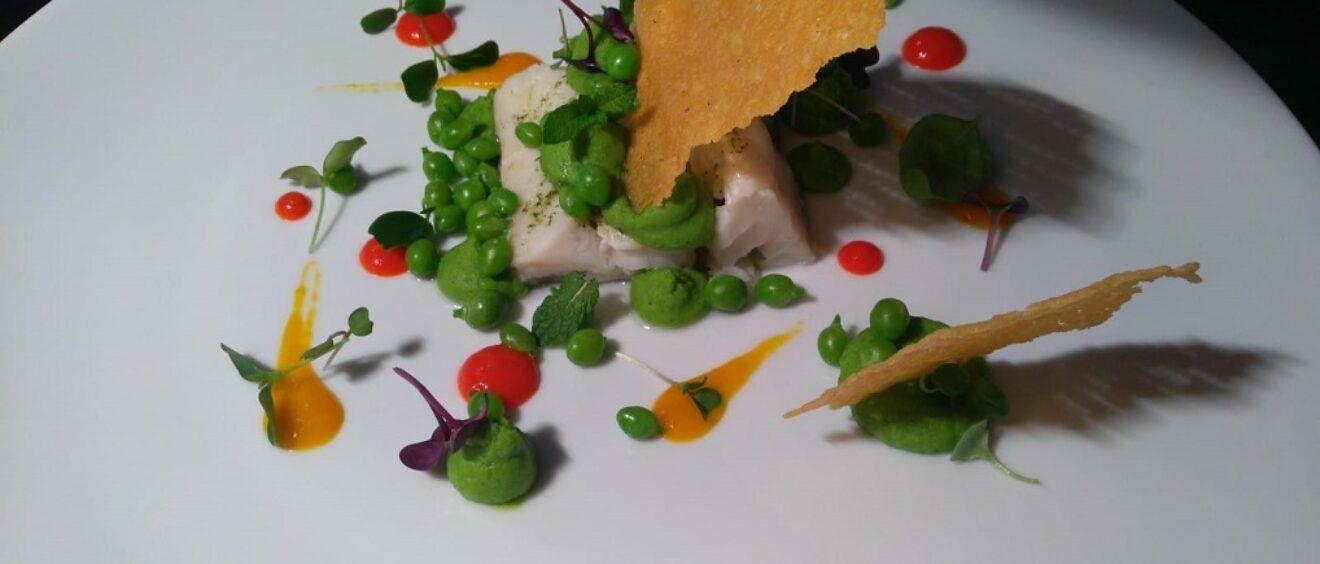 Baccala-con-menta-fresca-legumi-e-peperoni-del-ristorante-Le-Scuderie-del-Castello-di-Govone